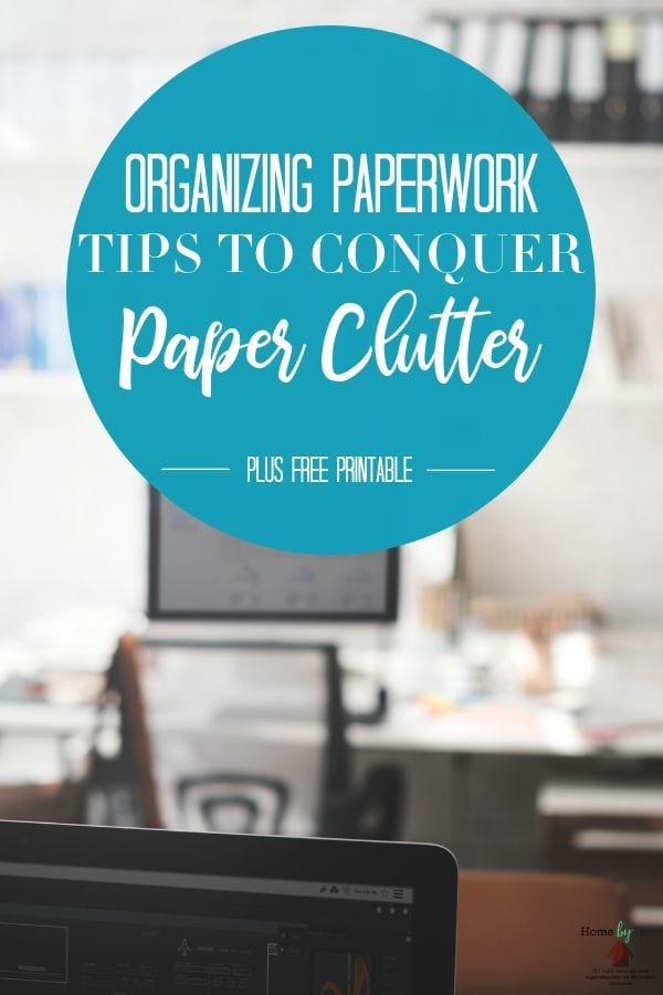 Organizing paperwork and your bills at home is something you can totally do with these simple tips. Learn how to organize paperwork at home. #paperclutter #organizingpaper #howtoorganizepaperwork via @homebyjenn