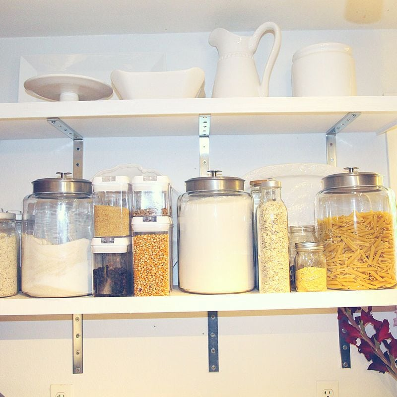 Pantry organization DIY is very simple if you organize your pantry in zones and label each of your containers