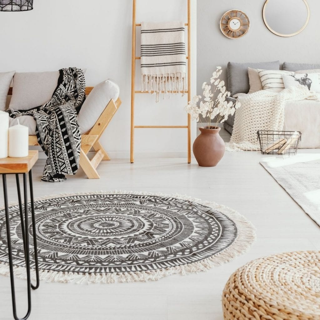 round rug in a room