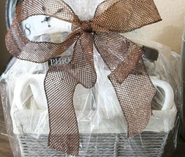 gift basket decorating