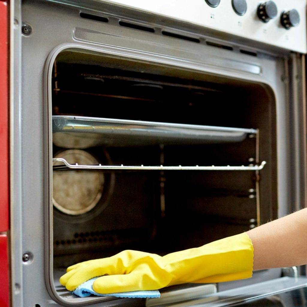 cleaning a oven