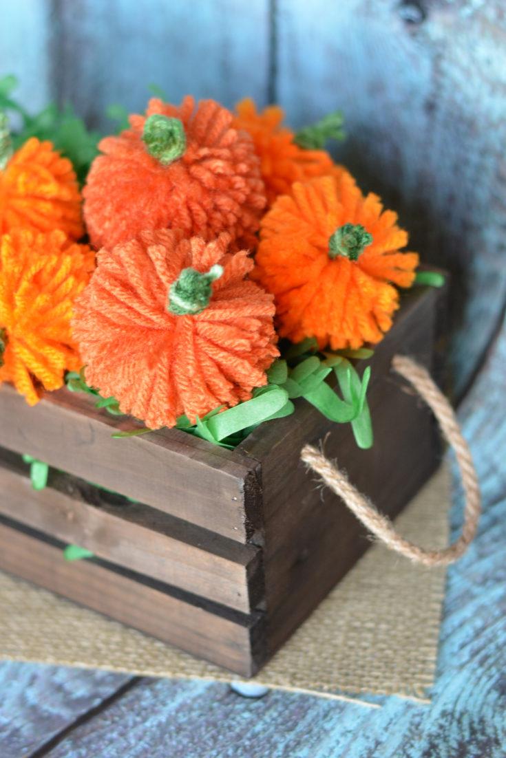 Easy DIY Yarn Pumpkins {+No Sew Pumpkin Garland!}