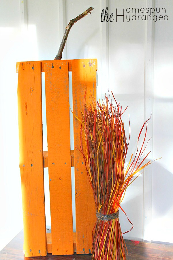 Rustic and Easy Upcycled Wood Pallet Pumpkin Craft